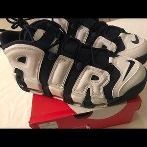 Nike uptempo white/mid navy